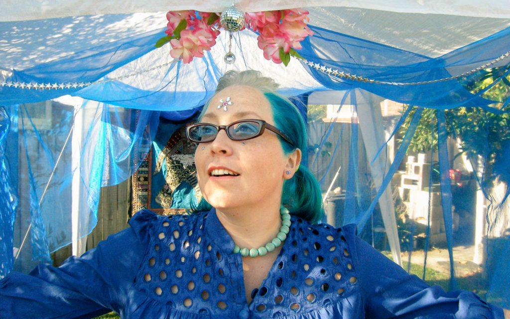Daily Photo, 24 January 2009, Blue Guru, Garden, Turquoise, Blue Hair, Photography, portrait